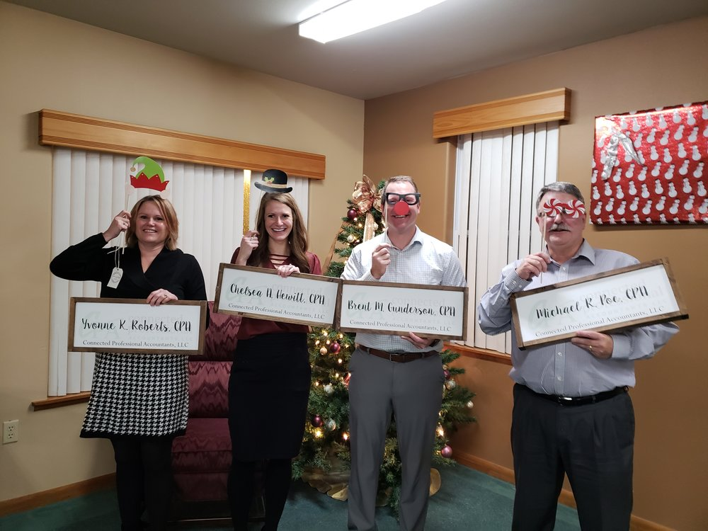 Roberts, Hewitt, Gunderson & Poe - 2018 Christmas Party