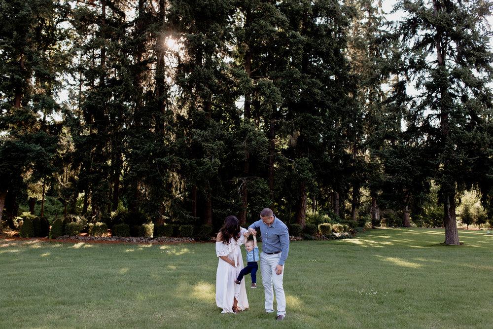 outdoor-family-photos-at-vanderbeck-valley-farm-silverton-oregon-76.jpg