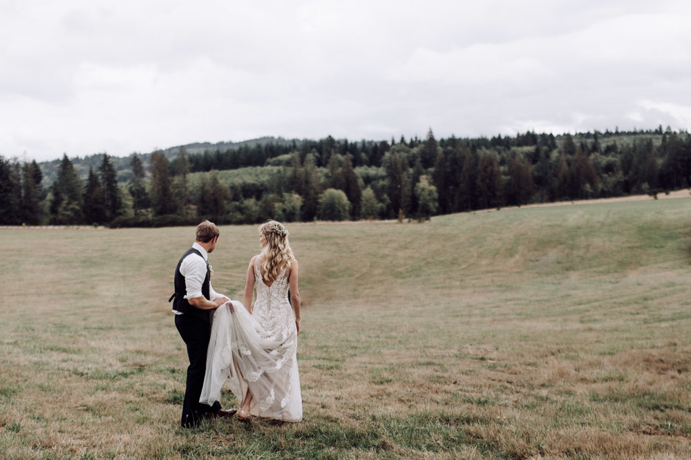 oregon-outdoor-wedding-photographer-bride-groom-22.jpg