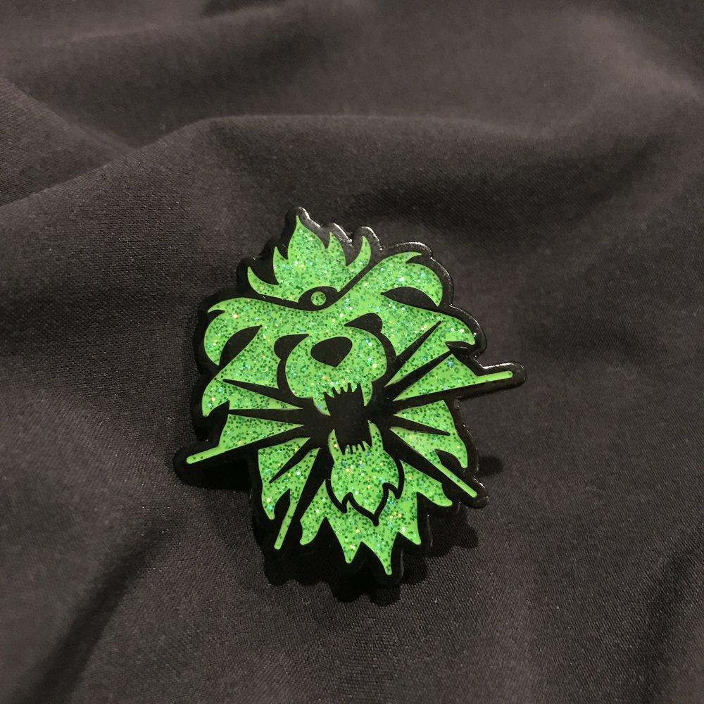 GreenLion Glitter Pin
