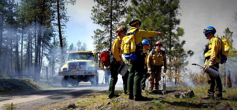 Prescribed fire in action. <span>© USFWS Pacific Region</span>