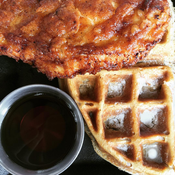 Cerveteca Venice Beach Chicken and Waffles .png