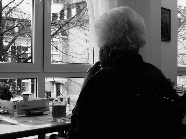 Older woman at window - grat 640.jpg