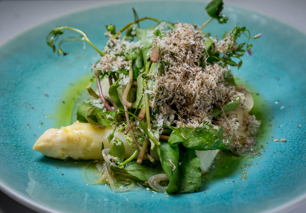White Asparagus with Summer Truffle