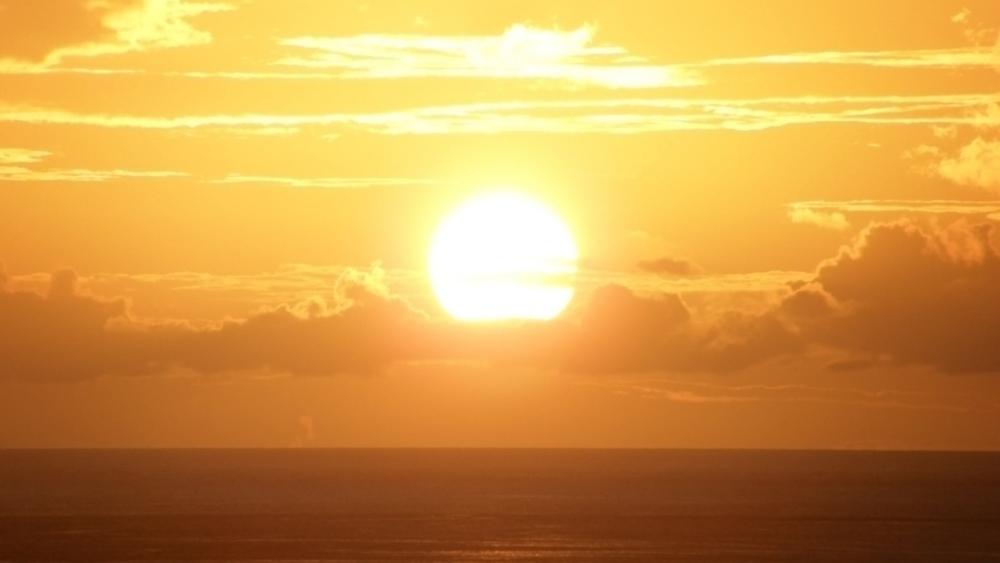 decline_sea_sun_yellow_light_26675_2048x1152.jpg