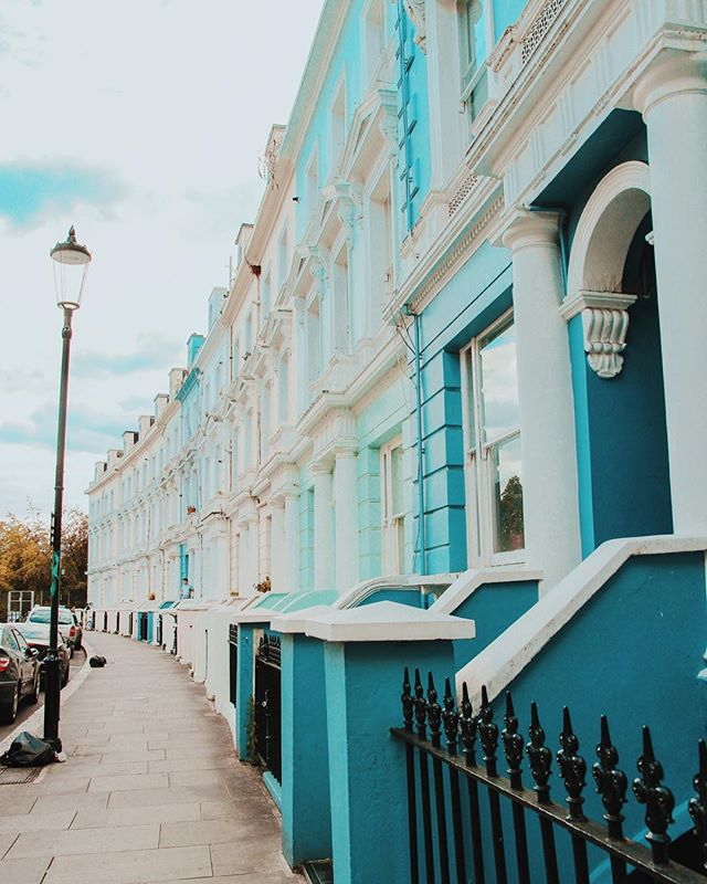 Wishing my morning commute was back to walking the streets of London instead of being stuck in bumper to bumper traffic down 405. This summer was too good to me.  Also I'm too lazy to attempt to photoshop the trash bags out of this so enjoy ✨ #london #england #nottinghill #travel #wanderlust #adventure #lightroom #CarolynInLondon #imalifestylebloggernow #IGotLondonSkills