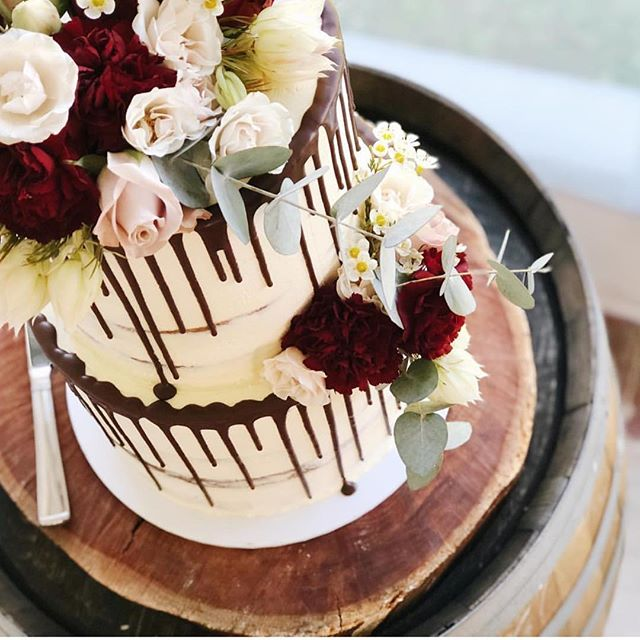 Wedding cake goals 😍 @sweetstylindunsborough