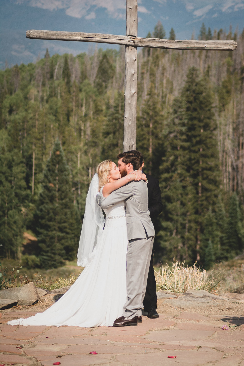 wedding kiss, columbine point