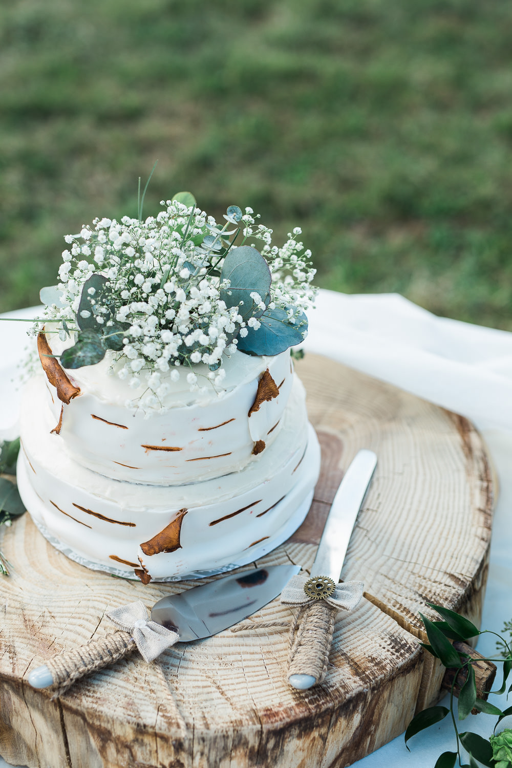 Aspen tree babies break custom wedding cake