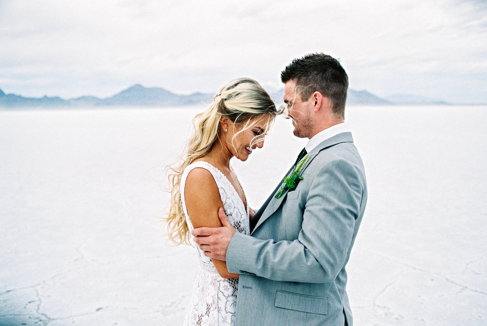 Beautiful elopement bridals on the Bonneville Salt Flats Utah photographers