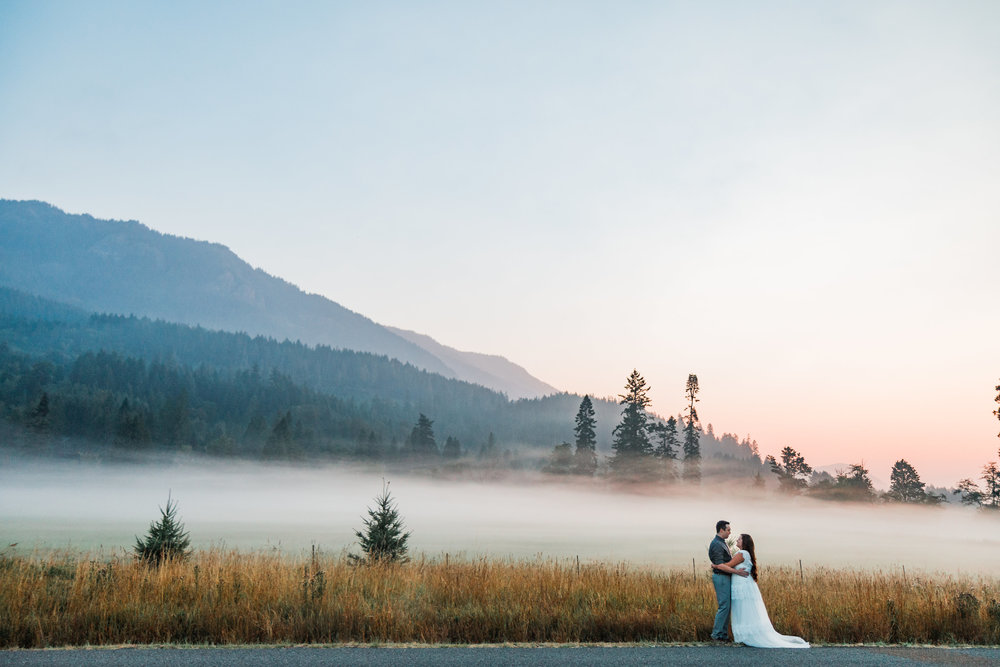 Sunrise Fog Mountain Bride Groom