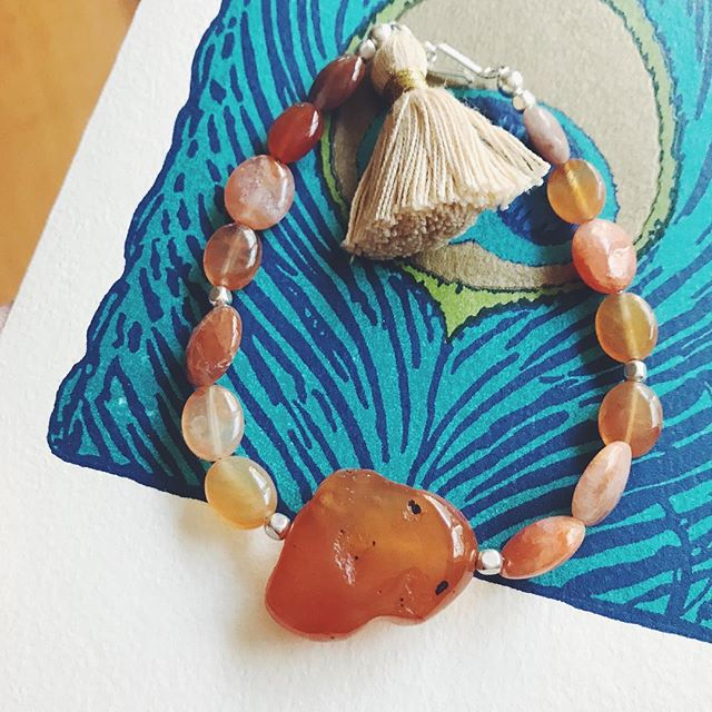 Carnelian for confidence, leadership, pleasure, and true expression 🙏🏼🌈 🧘🏼‍♀️ . . . #carnelian #spiritualjewelry #gemstone #handmade #creativepractice #tassel