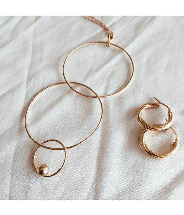 The multi-love necklace & mini mojave hoops 🕊