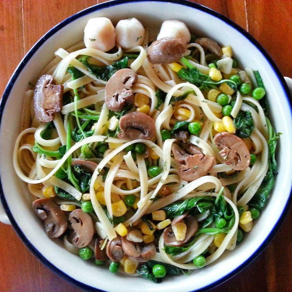 Mushroom, peas and spinach fettuccine