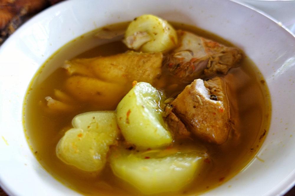 Sup kuah ikan Be Sanur.