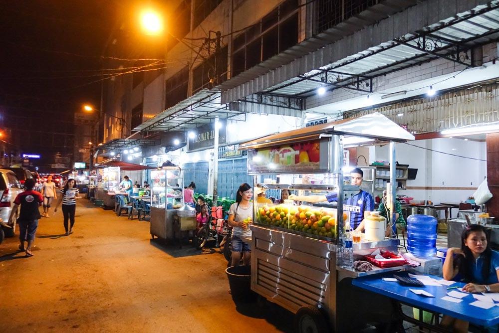 Suasana kuliner di Selat Panjang, Medan - Sumatra Utara.