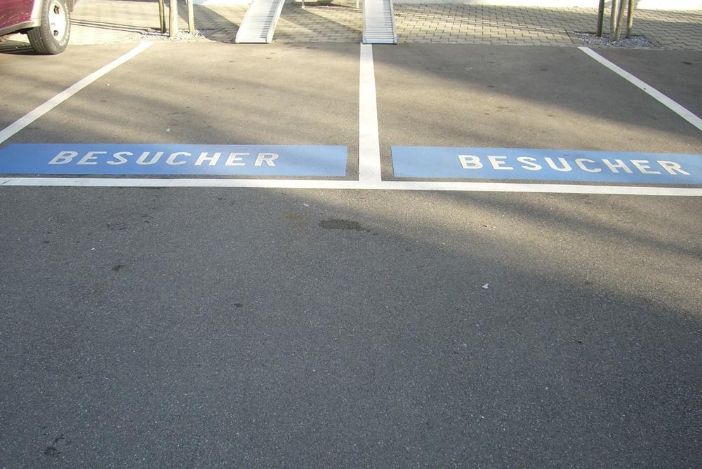besucherparkplätze blaue fläche.JPG