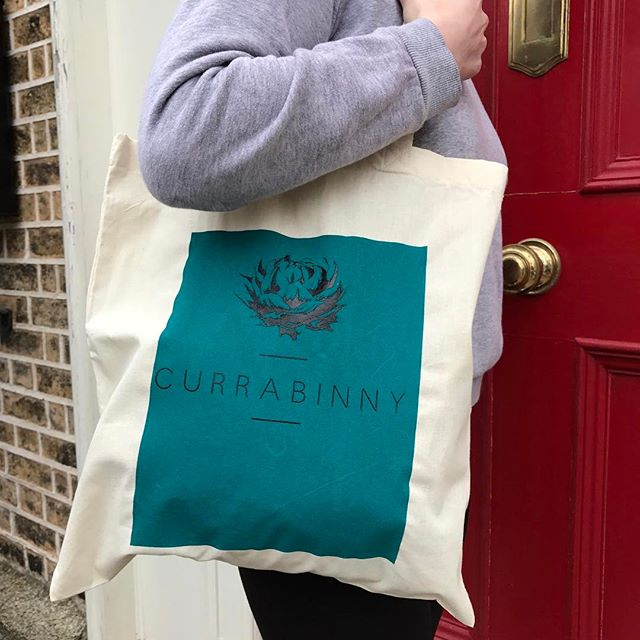 Would you like to win two, teal Currabinny totes; one for you and one for a friend? We've got two pairs to giveaway. To enter, tag the person below you'd give one of the totes to. We'll pick two winners on Sunday ✨