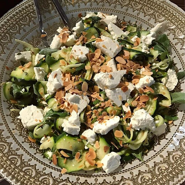 Courgette & Feta Salad with Toasted Almonds. The courgette is spiralized and 'cooked' in lemon juice. The citrus softens the vegetable and gives it a gorgeous, silky texture. Recipe coming soon. #CurrabinnyFood