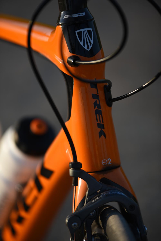"""Kjøp deg en fantastisk sykkel!   Vi har fått tre flotte Domane 5.2 sykler fra  Trek . Topp landeveissykler med langdistanse-geometri. Komplett Shimane Ultegra 11-delt gruppe og Bontrager komponenter.Takket være den unike teknologien """"IsoSpeed"""" vil flyten over alle ujevnhetene på de norske veiene gå av seg selv.  De har vært i bruk fra juni og ut turen (ramme 56/står på Jæren og to 58/står i Oslo). Selges til høystbydene innen 25. august. Gi ditt bud på post@tradeforhope. Hver eneste krone går til støtte Kitch´n Foundation og Others."""