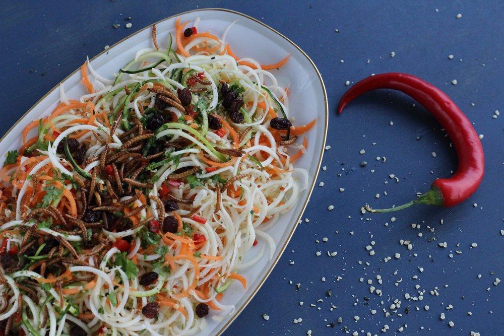 Spiralsalat med lækker topping -