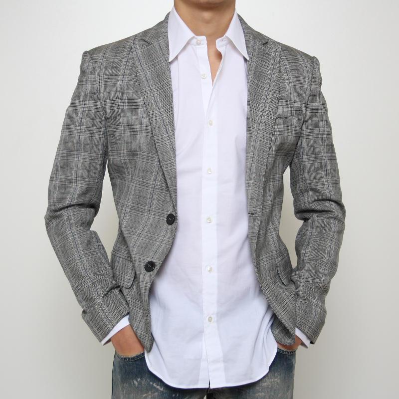Non la giacca in questione, ma questa è bellina e forse me la compro,così posso essere piddino ma con stile.