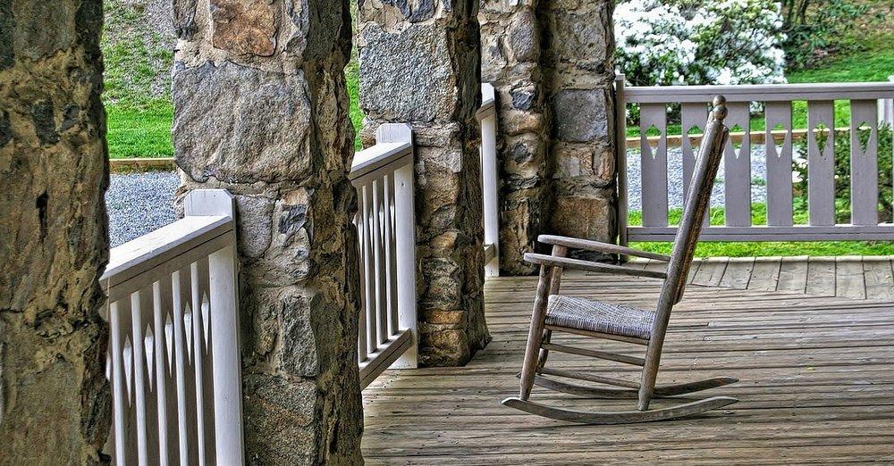 porch-1034405_1280.jpg