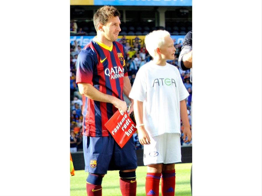 Show Racism The Red Card Messi And Barcelona Team Mates Show Support For Show Racism The Red Card