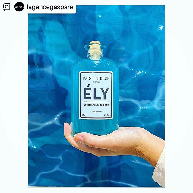 Merci @lagencegaspare 🤩  Vernissage « The Shape of Matter »  #thinkely #cocktails #mixology #barman #party #fun #blue #drinkbetter