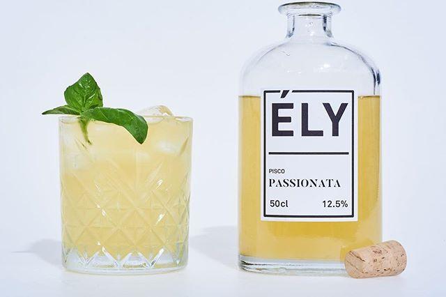 Encore un jour avant le weekend, profitez d'un bon cocktail passionata avant la tempête! 🍹😁 Un cocktail à base de Pisco au note fruitée et acidulé  #thinkely #cocktail #barman #premix