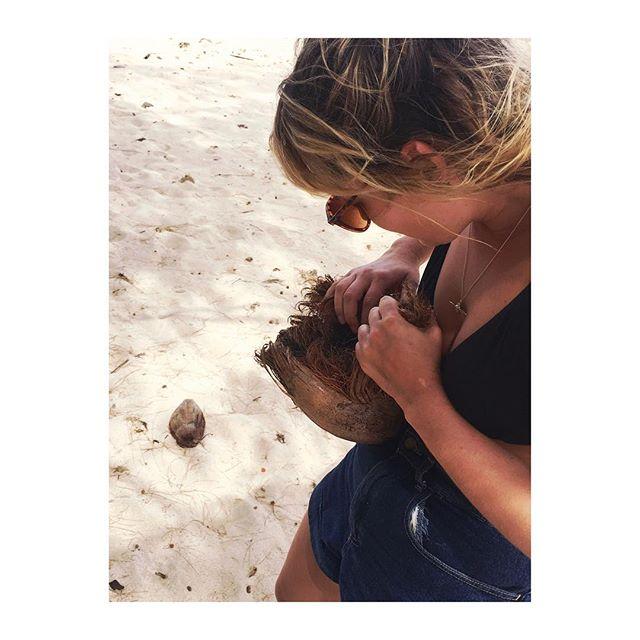 That time I foraged for my breakfast on a desert island #coconut #greenisland #beargrylls 🌴🌴🌴