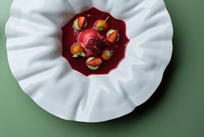 - Um dos três restaurantes estrelados pelo Guia Michelin no Porto,