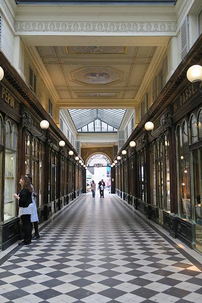 travellur_slow_travel_paris_tours_arcades_floor.jpg