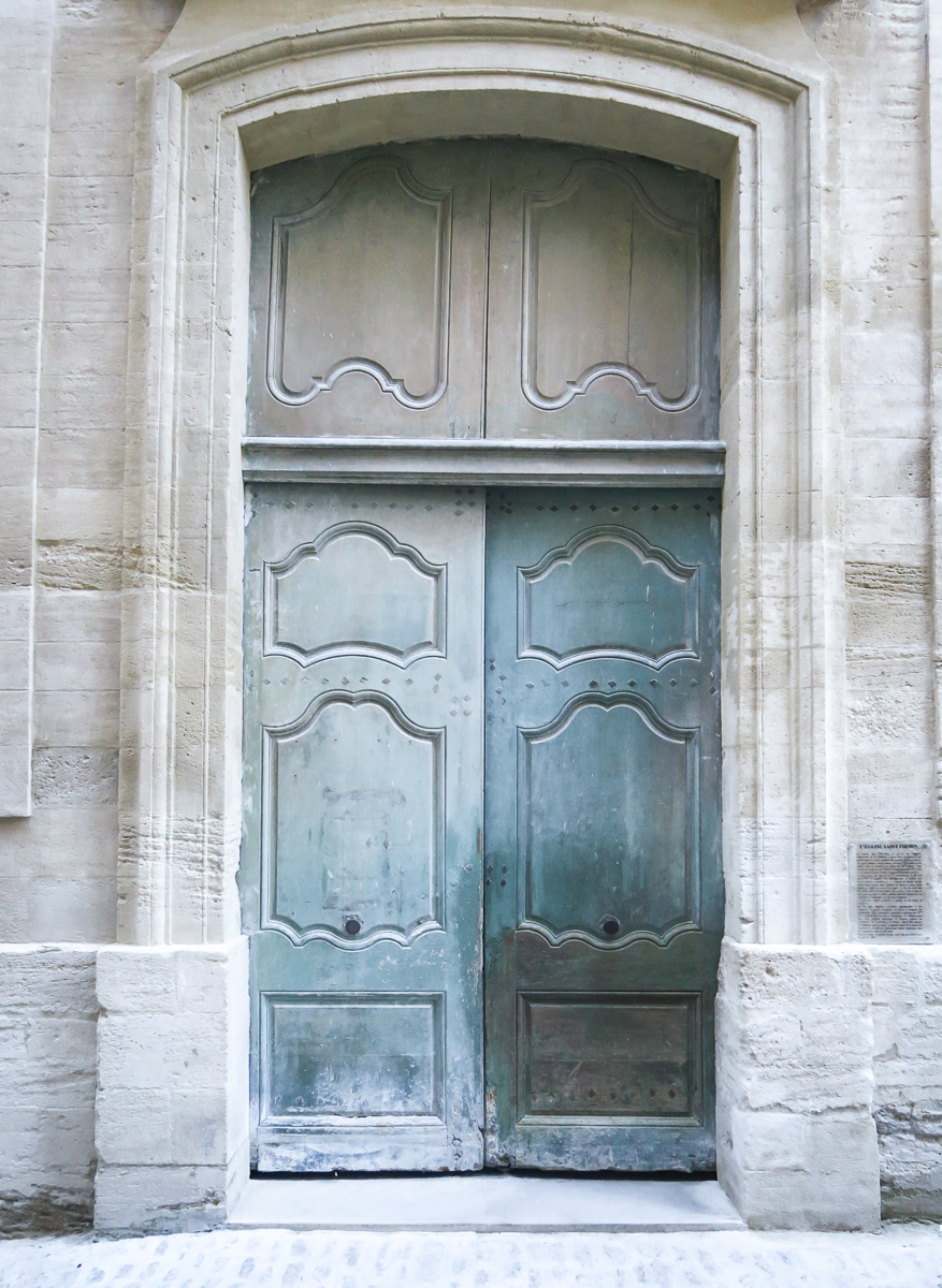 travellur_slow_travel_france_lavender_land_doors.jpg