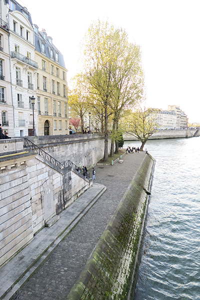 travellur_slow_travel_paris_tours_luxury_guide_river_siene_walk.jpg