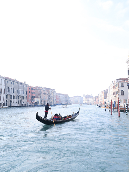 travellur_slow_travel_destination_venice_gondola_canal_romance_love_life.jpg