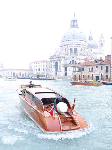 travellur_slow_travel_destination_venice_boat_luxury.jpg