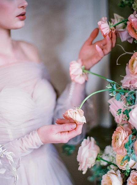 travellur_slow_travel_rendezvous_with_audrey_retreat_paris_photoshoot_flowers_beauty