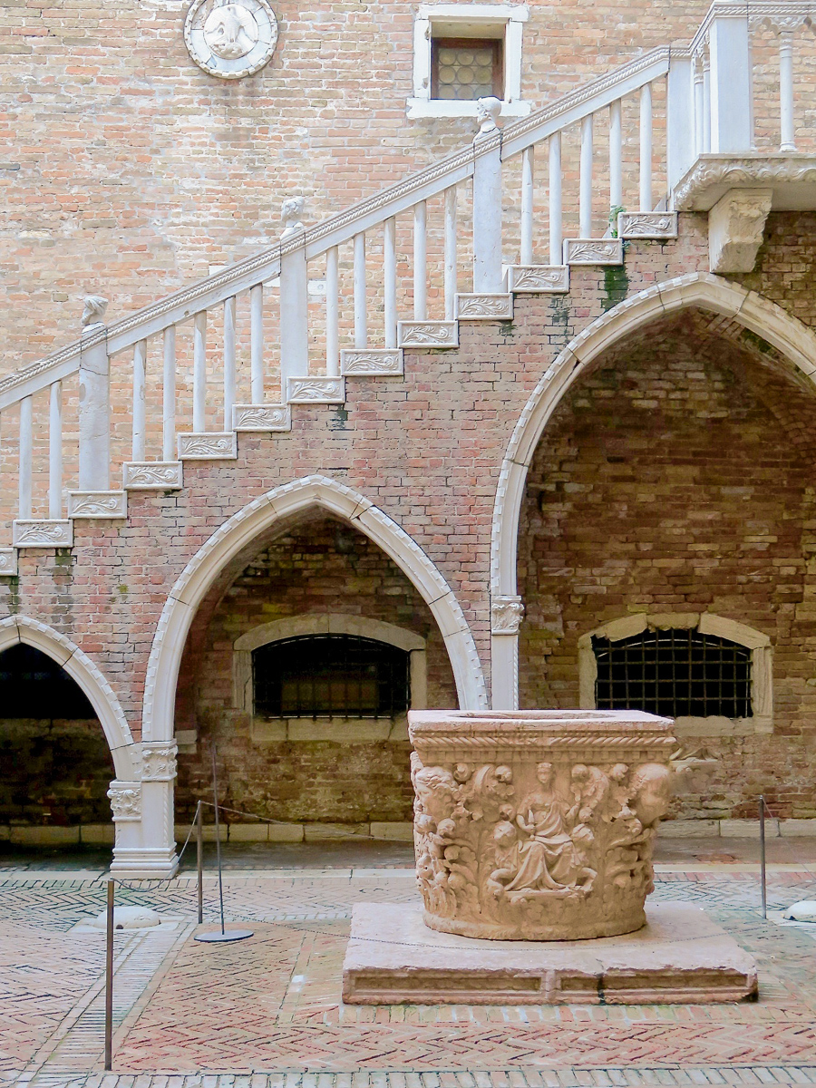 travellur_slow_travel_destination_venice_history_architecture.jpg