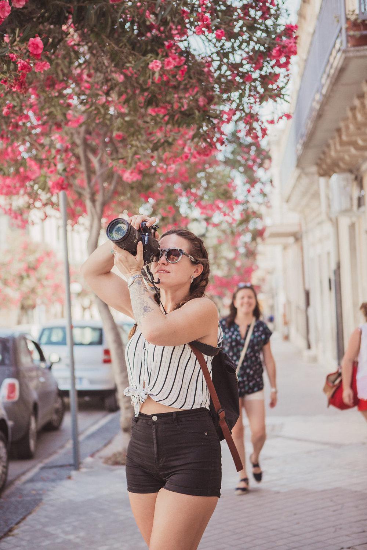 travellur_watercolours_sicily_slow_travel_retreat_flowers_pink_creative_photographer