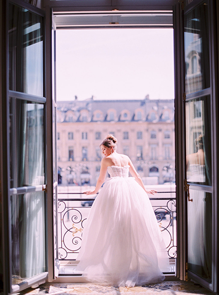 travellur_slow_travel_photoshoot_paris_Le_Secret_D_Audrey_wedding_world_luxury_beauty_doors.jpg