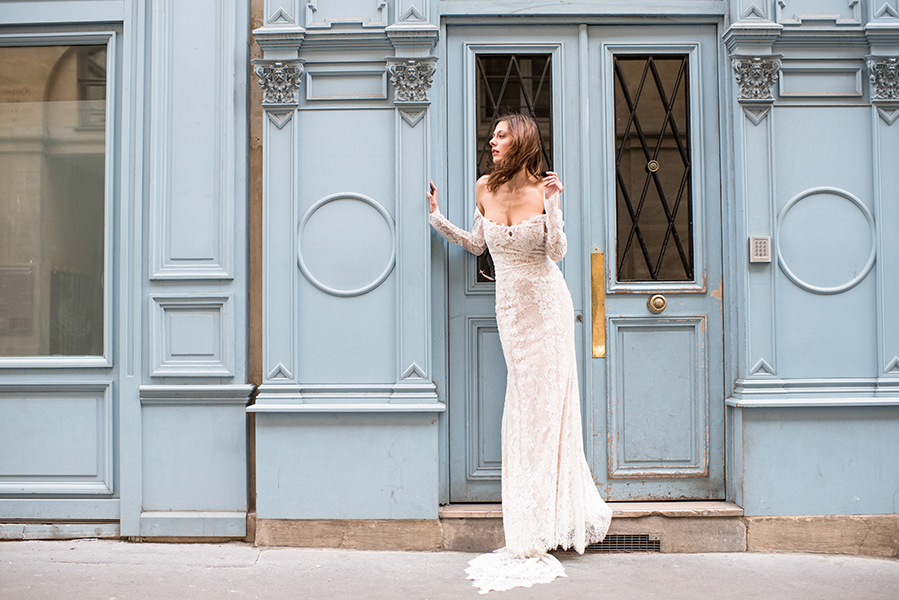 travellur_slow_travel_bridal_shoot_paris_bridge_dress_galia_lahav_street_blue.jpg