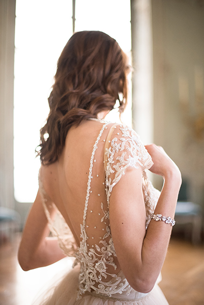 travellur_slow_travel_bridal_shoot_paris_romance_vero_suh_luxury_photography_dress_galia_lahav.jpg