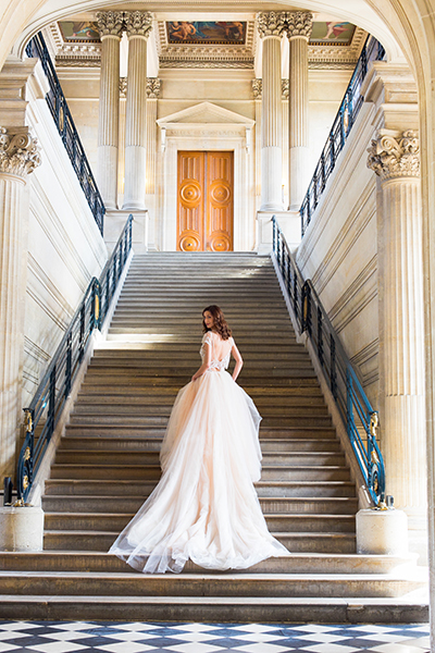 travellur_slow_travel_bridal_shoot_paris_romance_vero_suh_luxury_photography_staircase.jpg