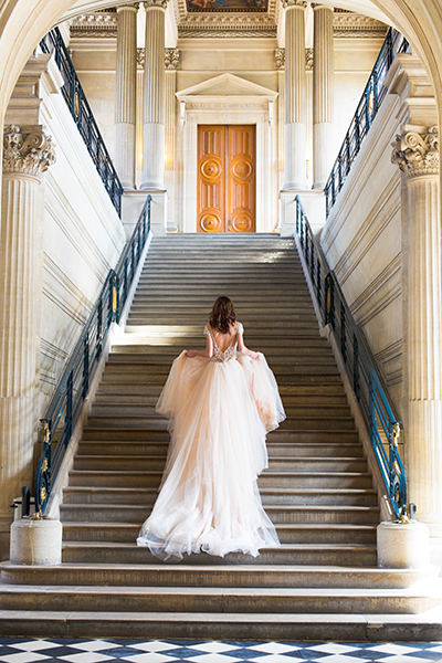 travellur_slow_travel_bridal_shoot_paris_romance_vero_suh_luxury_photography_staircase2.jpg