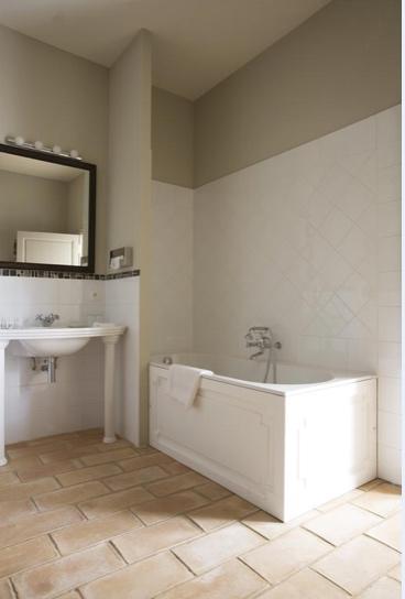 Provence_wedding_venue_tour_bathroom3.jpg