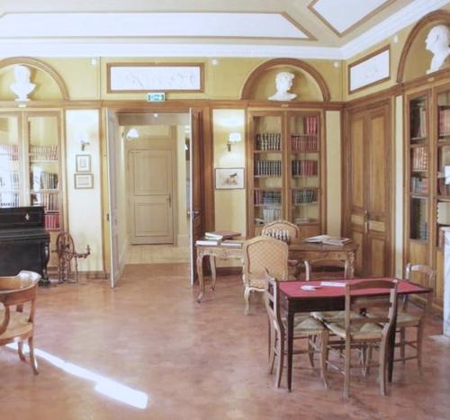 Provence_wedding_venue_tour_Roussan_study.jpg