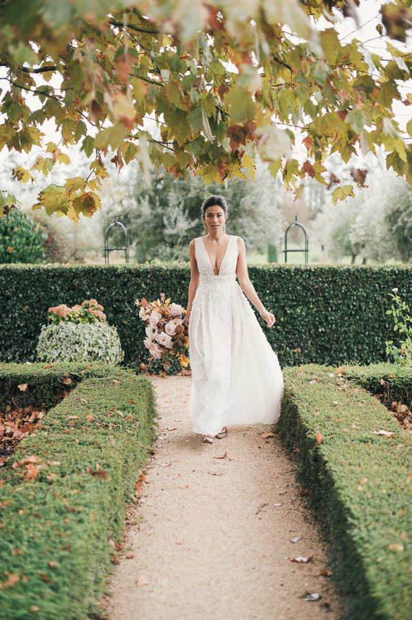 travellur_still55_photography_shoot_france_provence_closstesteve_wedding_bride_florals_fall_shoot.jpg