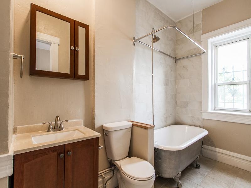 Bathroom_800x600_2397638.jpg