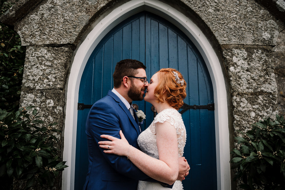 Couple kissing outside the Dreamcatcher wedding venue in Cornwall. Elopement wedding photography.